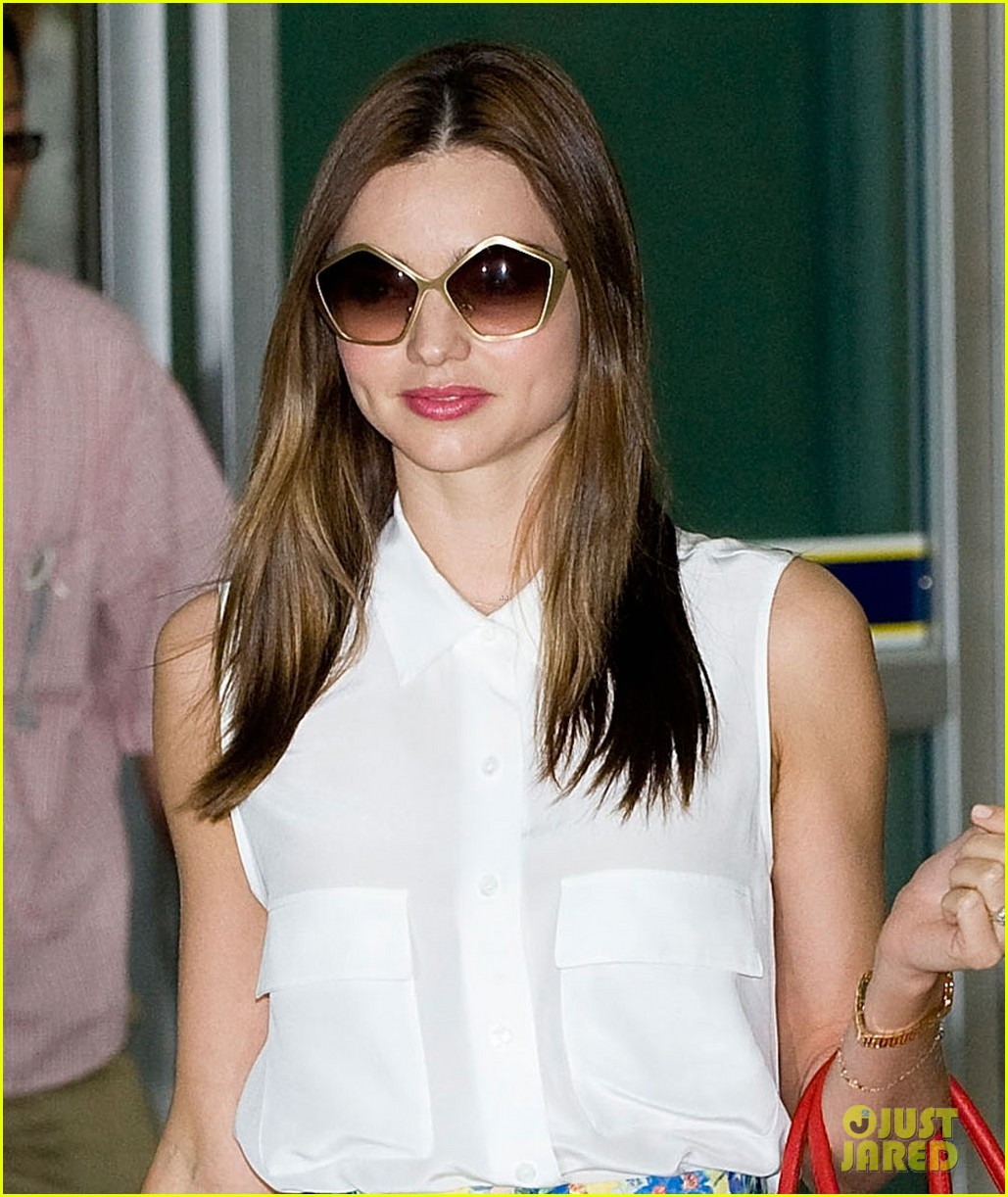 miranda kerr samantha thavasa event in south korea 04