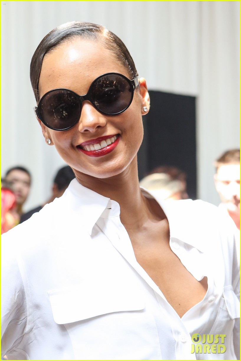 alicia keys reeve carney edun fashion show 02
