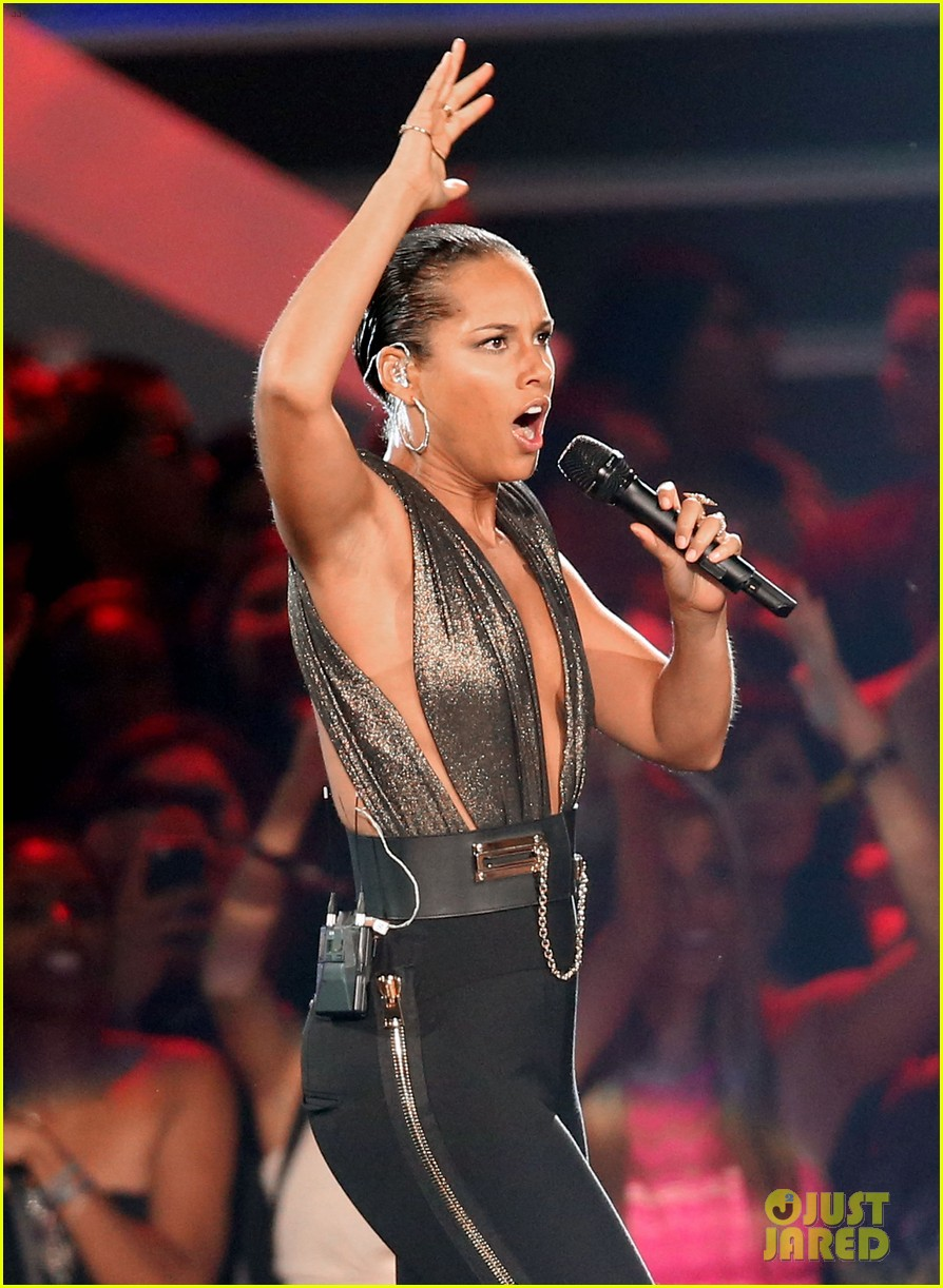 alicia keys nicki minaj girl on fire inferno mtv vmas 04