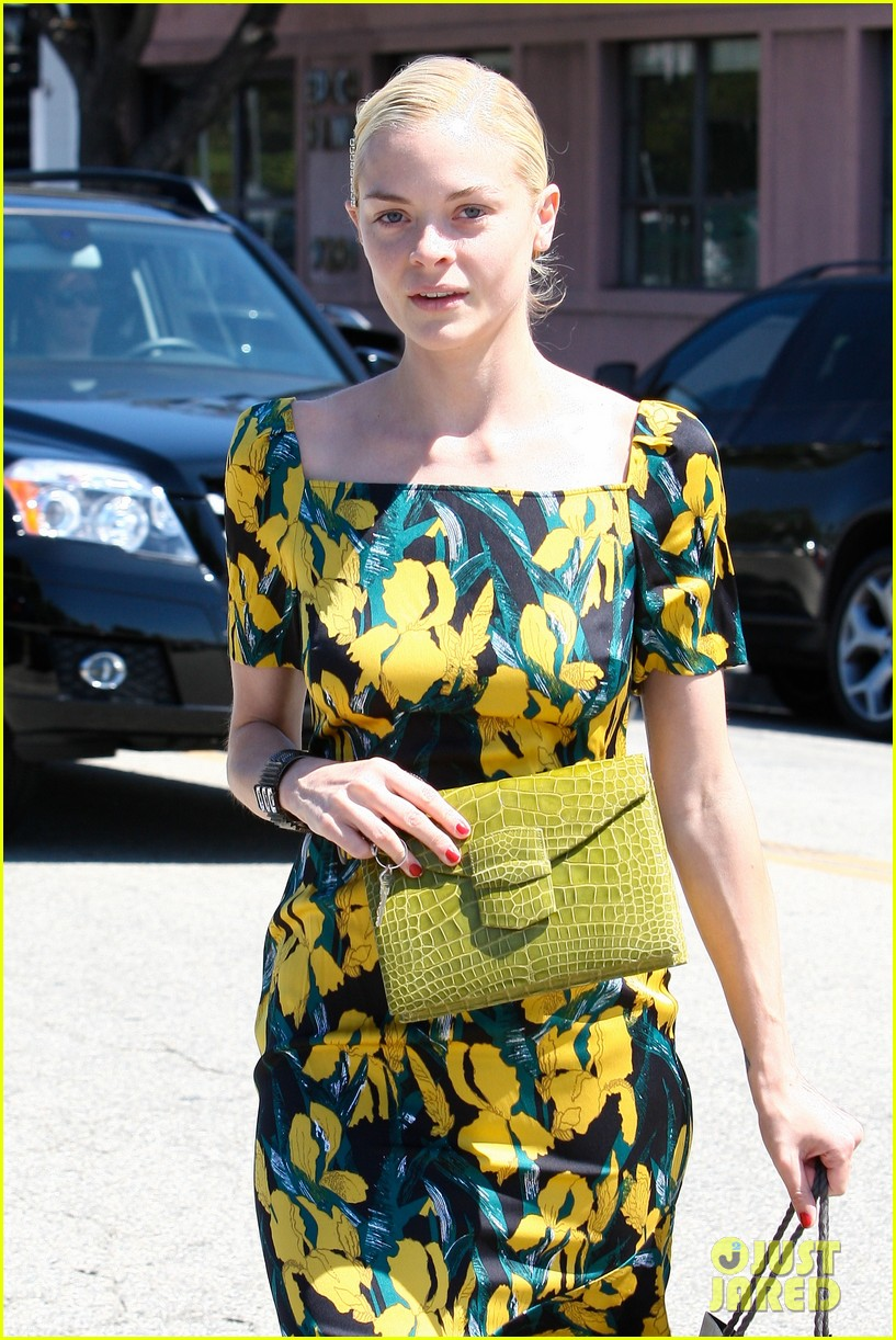 jaime king shopping salon visit 11