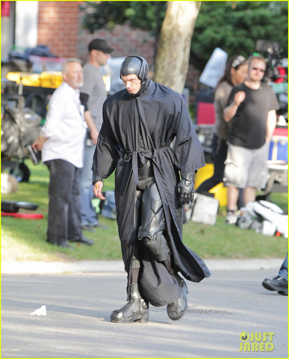 joel kinnaman as robocop first look 28