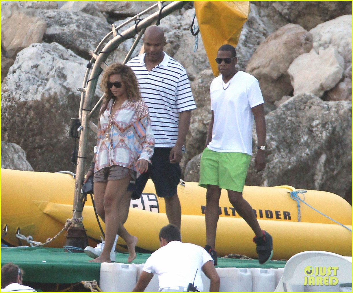 beyonce jay z france kisses with blue ivy 10