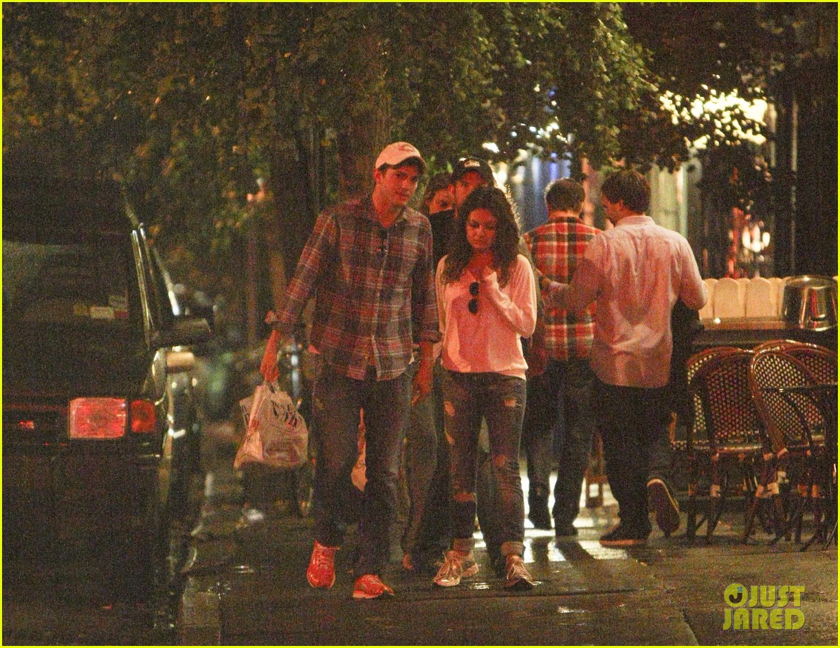 mila kunis ashton kutcher kiss date night 022726956