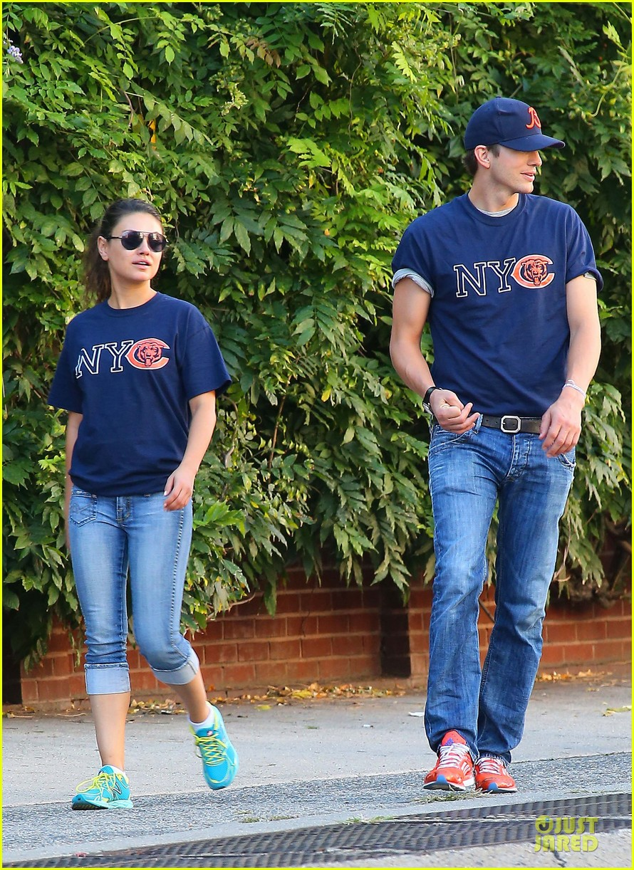 ashton kutcher mila kunis chicago bears couple 11