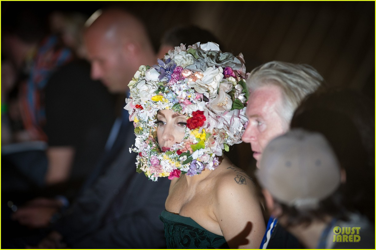 lady gaga philip treacy fashion show new 17