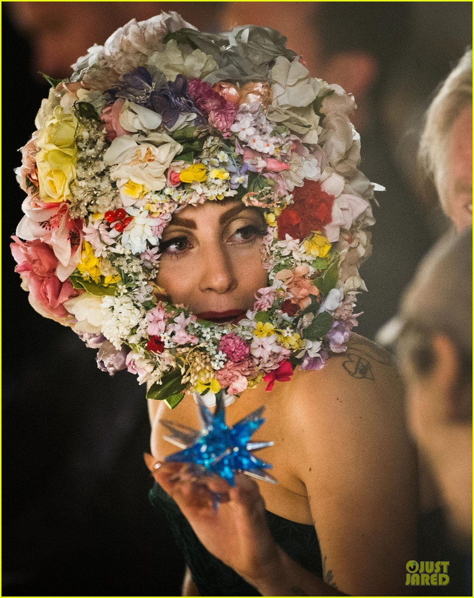 lady gaga philip treacy fashion show new 19