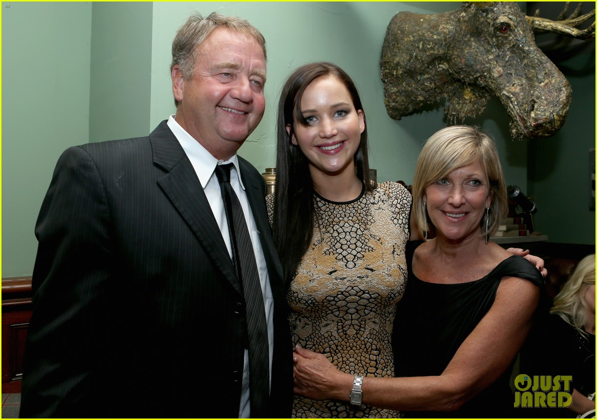 jennifer lawrence brings parents to silver linings after party 02