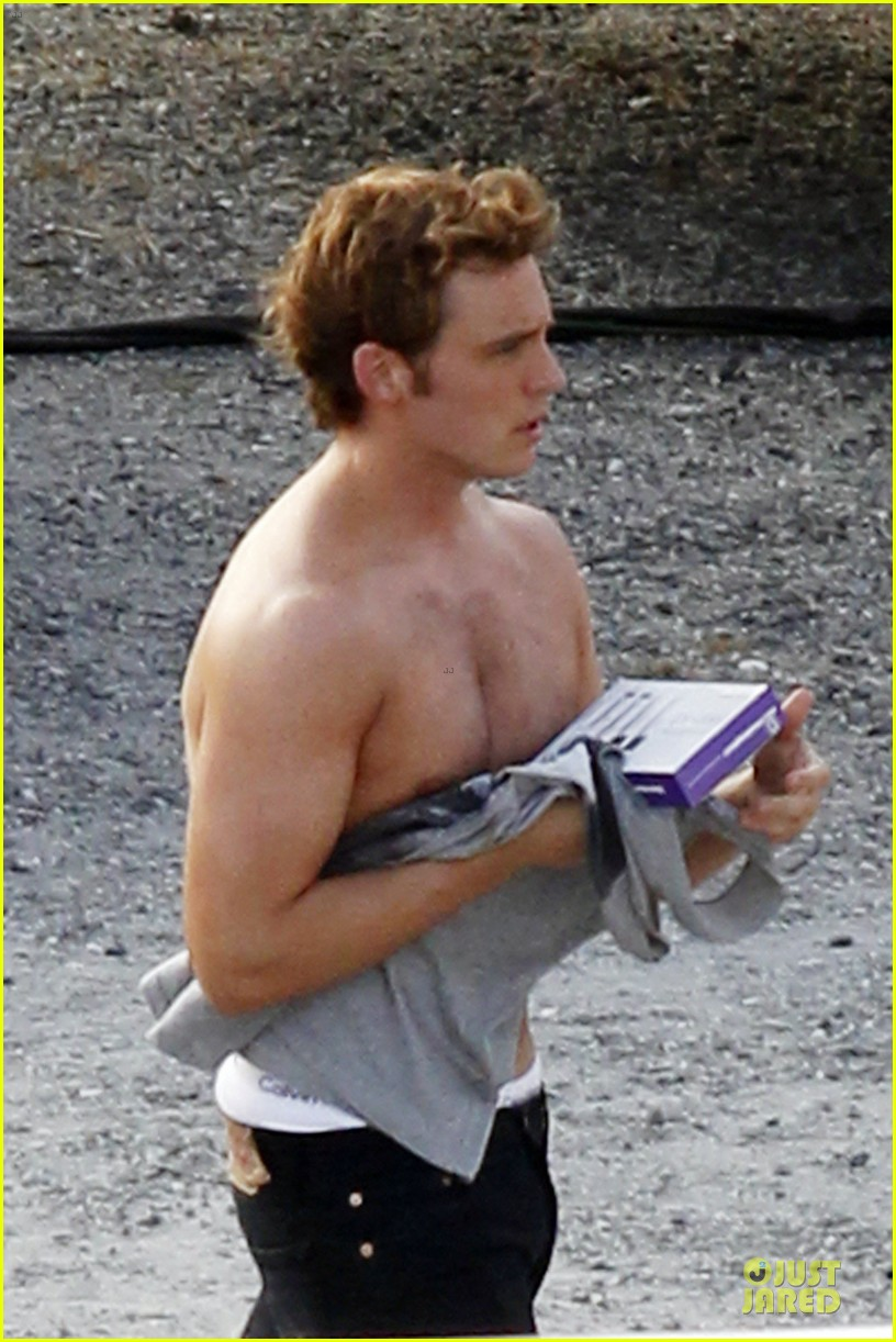 jennifer lawrence shirtless claflin catching fire set 11
