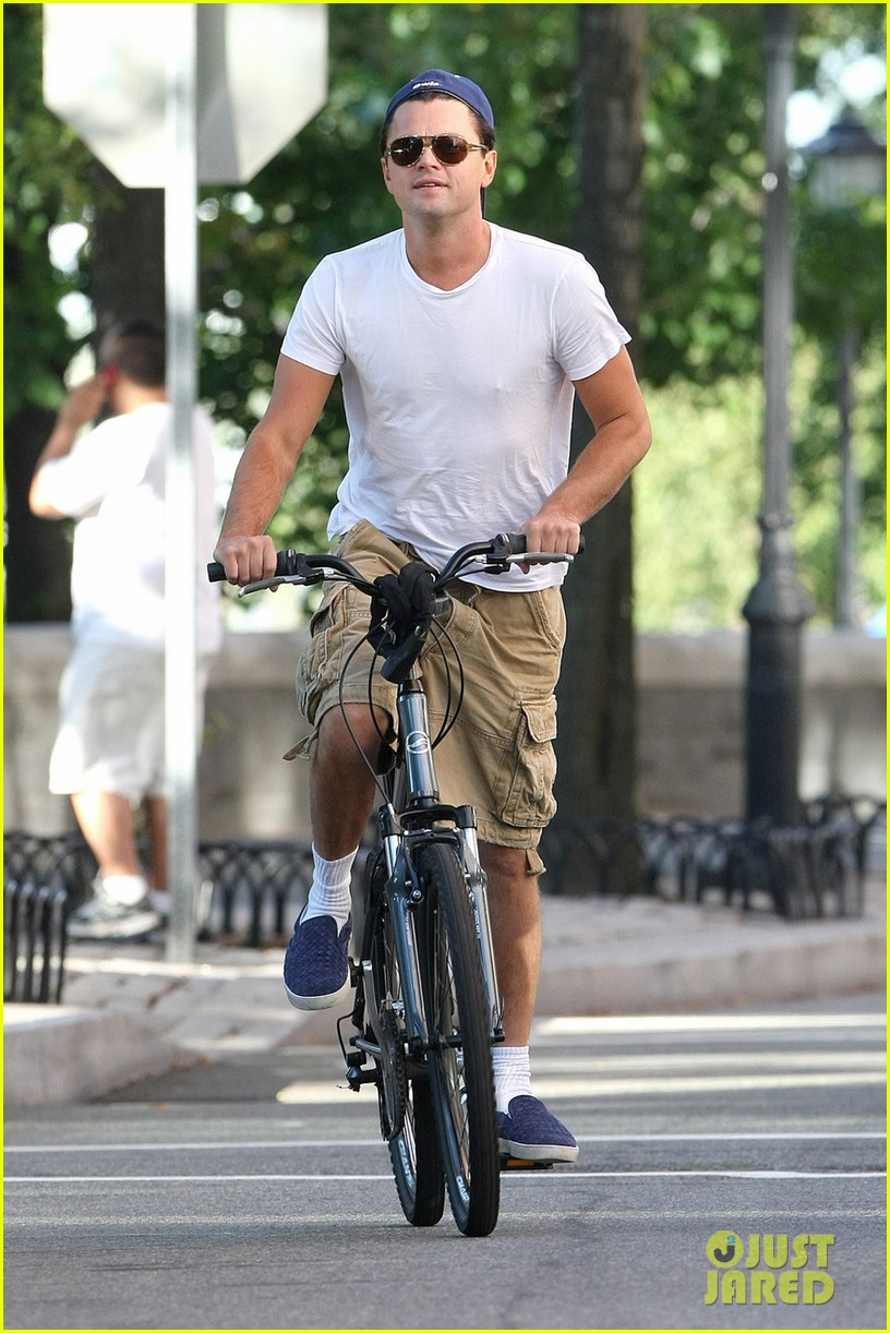 leonardo dicaprio bike ride in tribeca 032726269