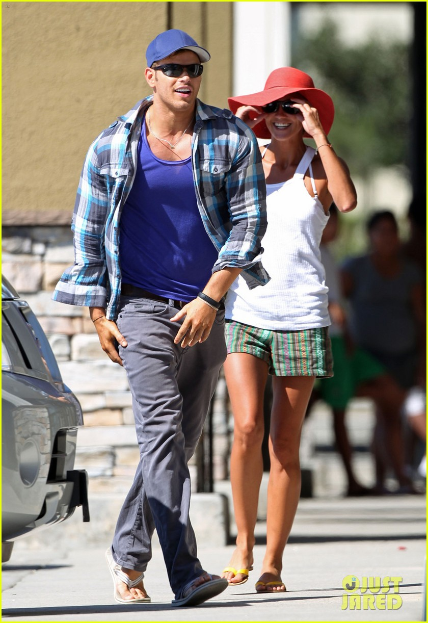 kellan lutz shopping cart ride for sharni vinson 01