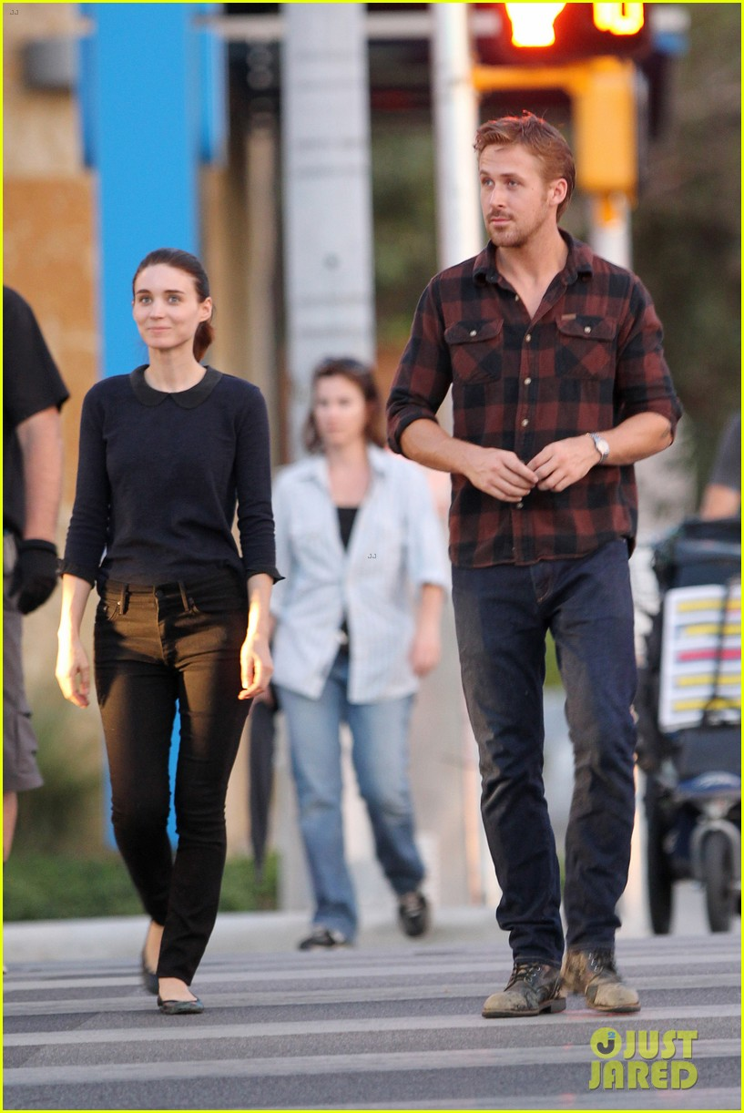 rooney mara pushes ryan gosling face on malick set 05