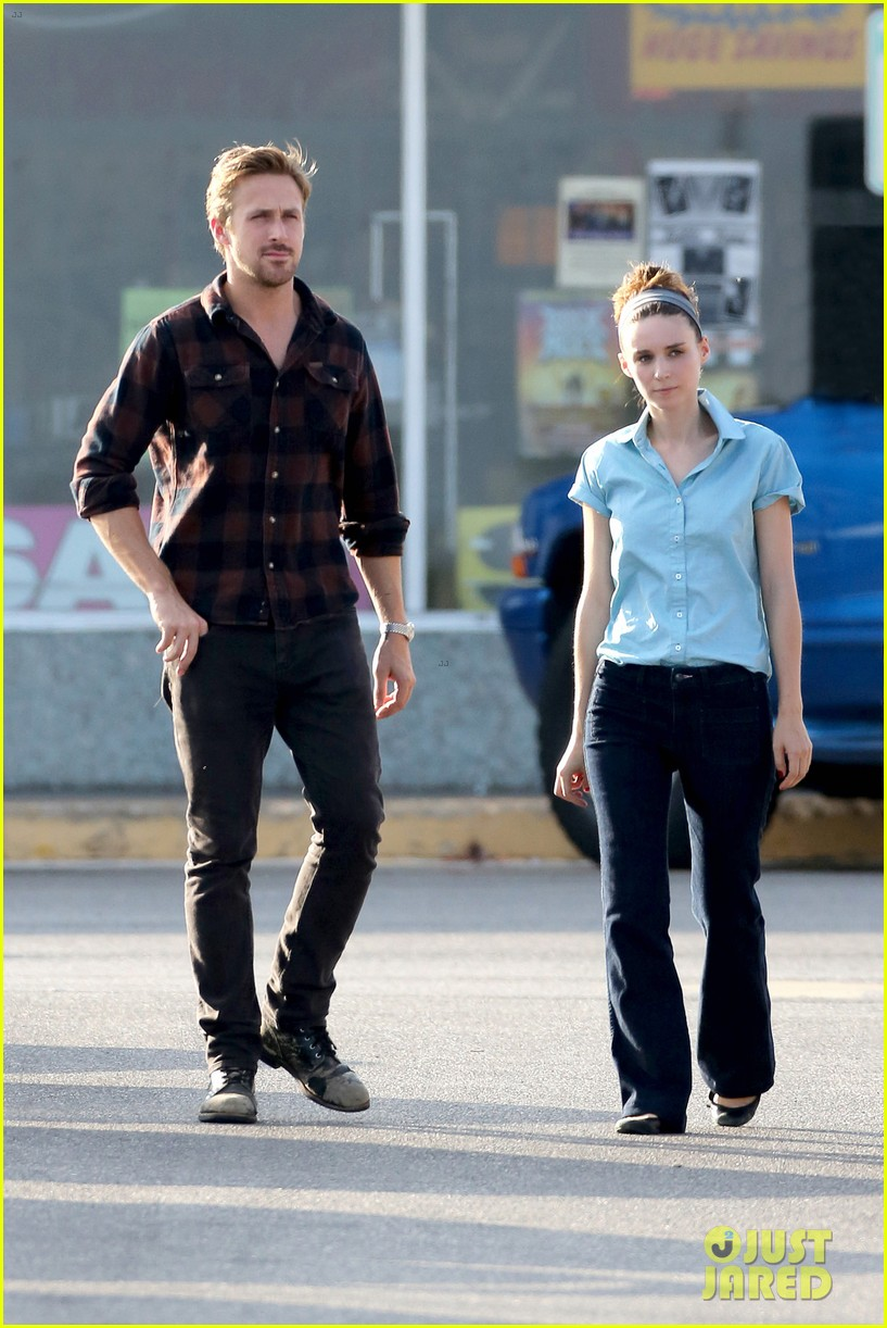 rooney mara pushes ryan gosling face on malick set 09