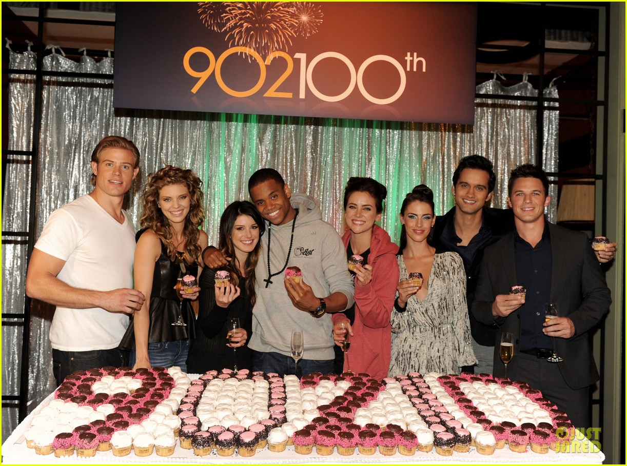annalynne mccord 9010 100th episode celebration 05