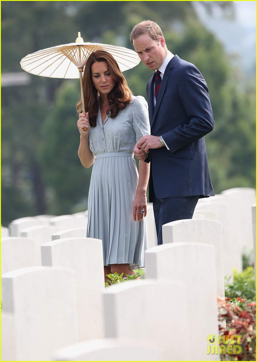 prince william duchess kate kranji war cemetery 08