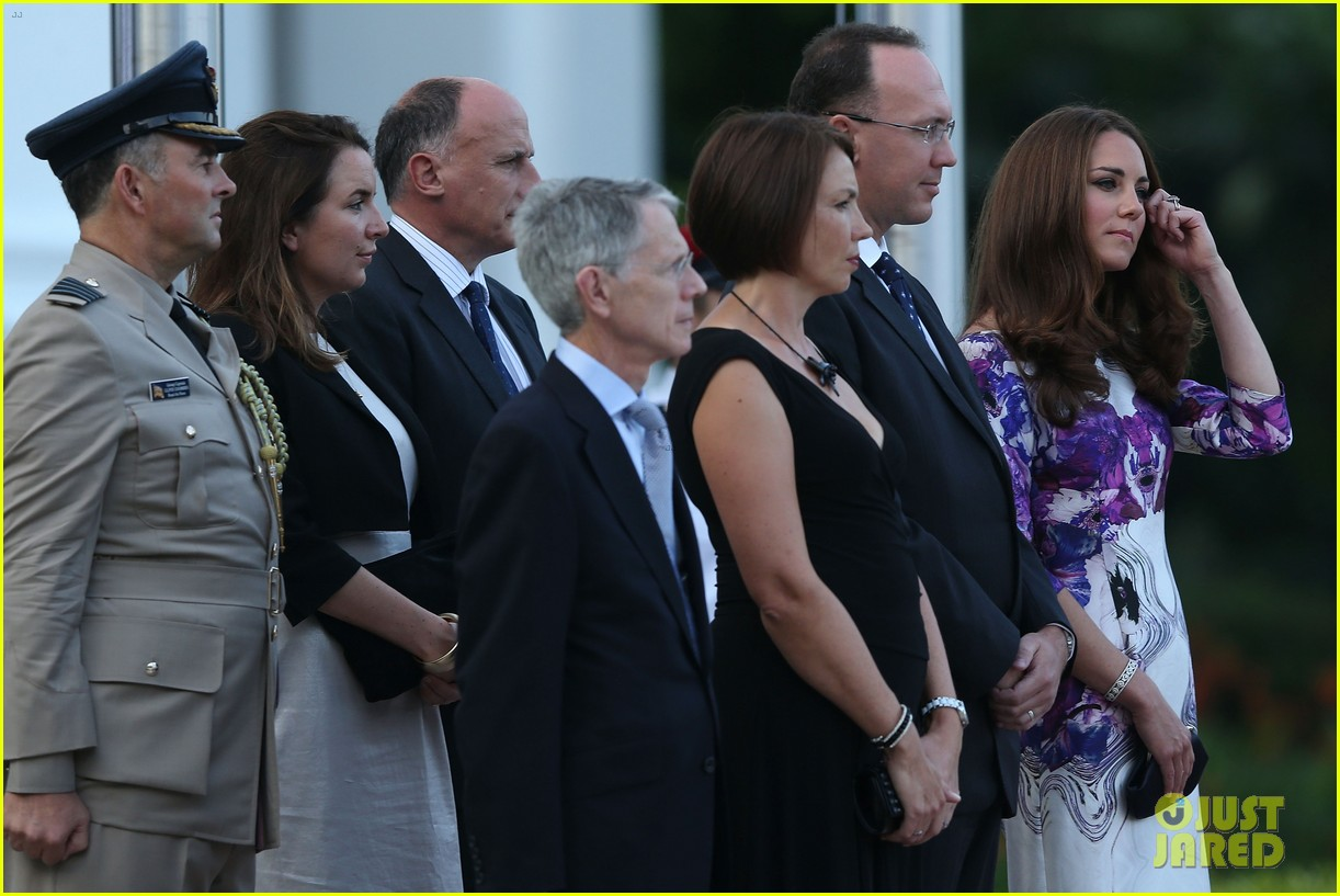 prince william duchess kate visit the istana in singapore 08