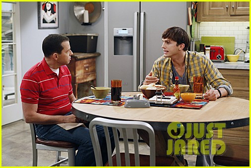 miley cyrus two and a half men stills 112727888