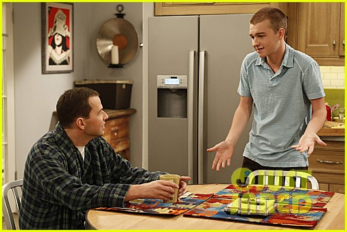 miley cyrus two and a half men stills 13