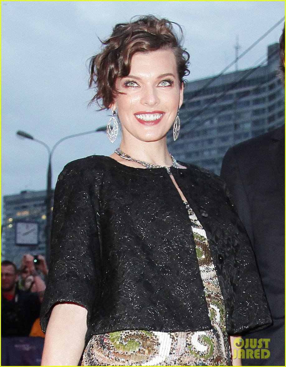 milla jovovich resident evil moscow premiere 02