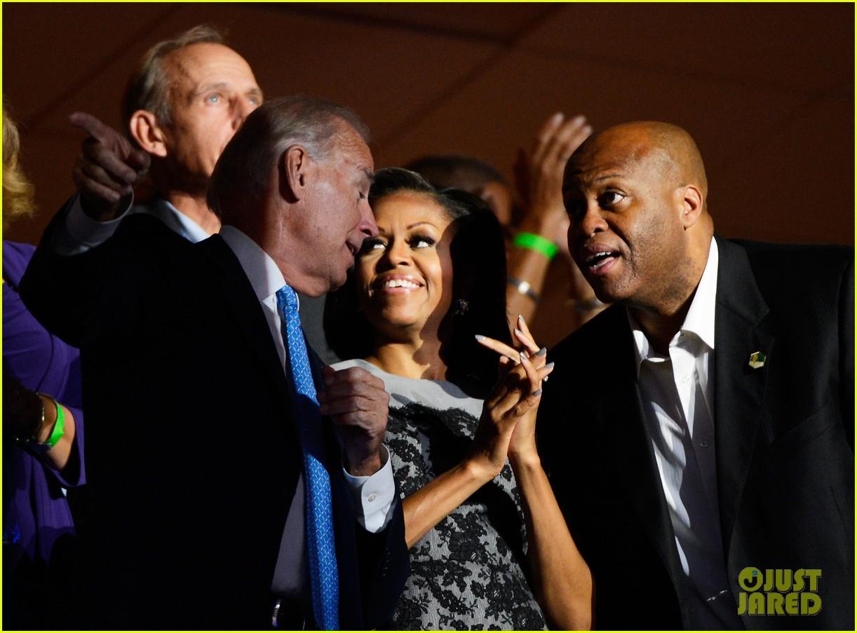 michelle obama reads top 10 list on david letterman 032715254