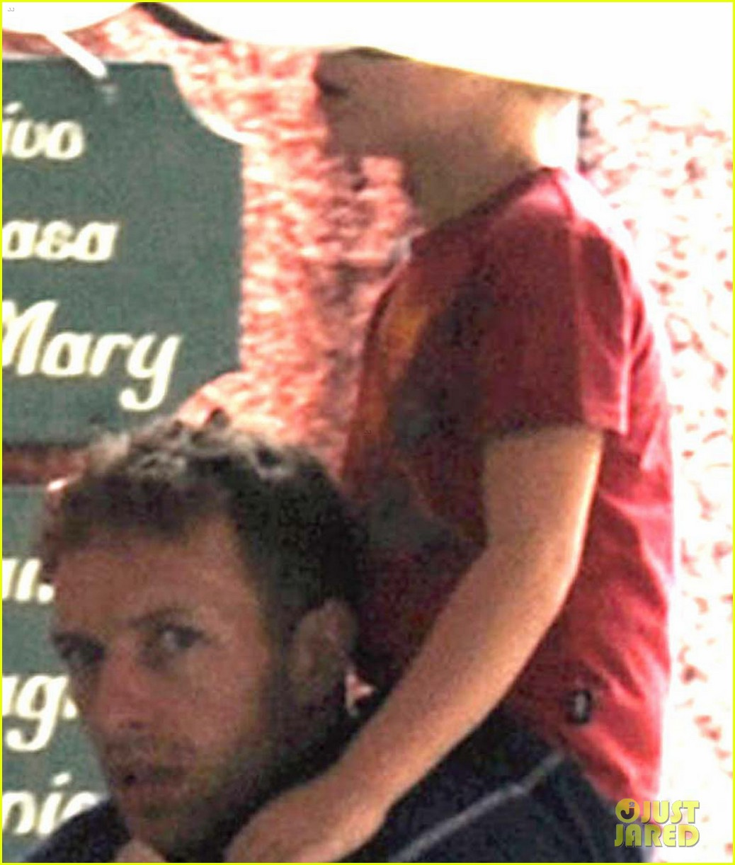 gwyneth paltrow chris martin portofino with the kids 02