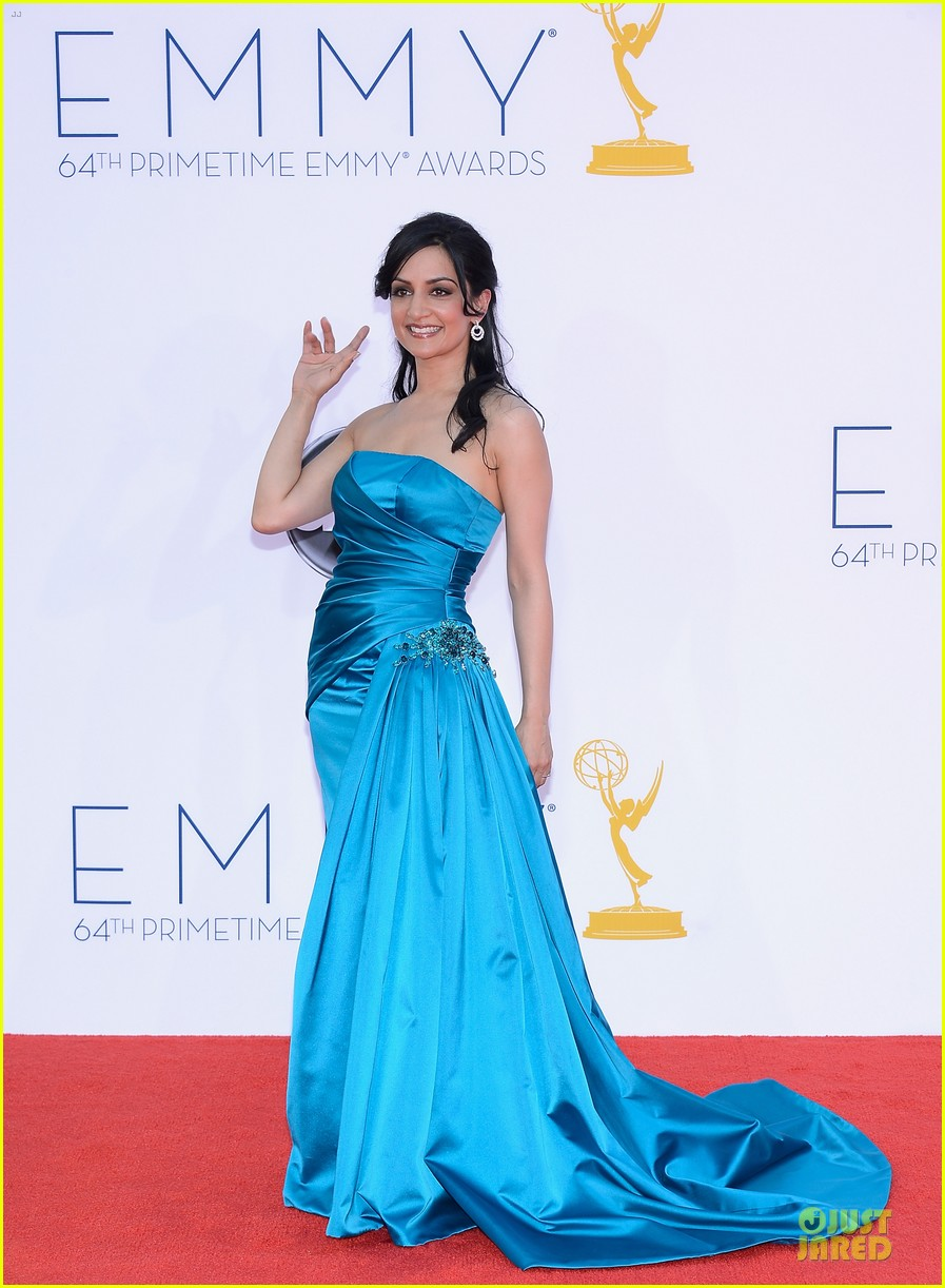 julianna margulies archie panjabi emmy awards 052727372