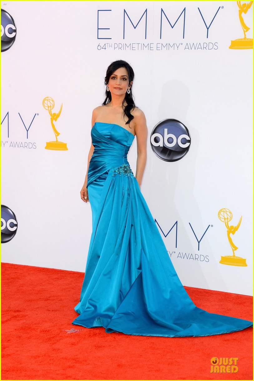 julianna margulies archie panjabi emmy awards 06