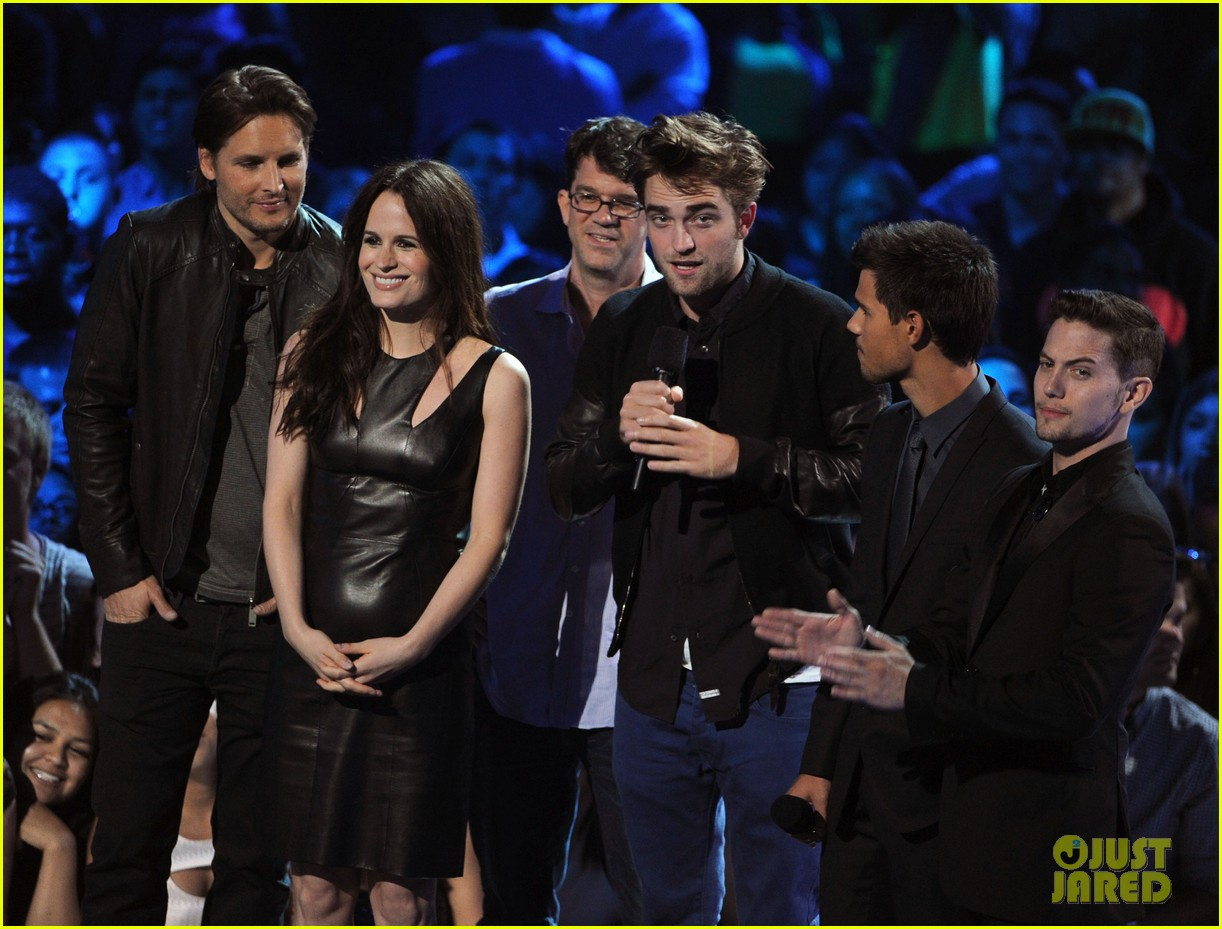 robert pattinson taylor lautner twilight at mtv vmas 01