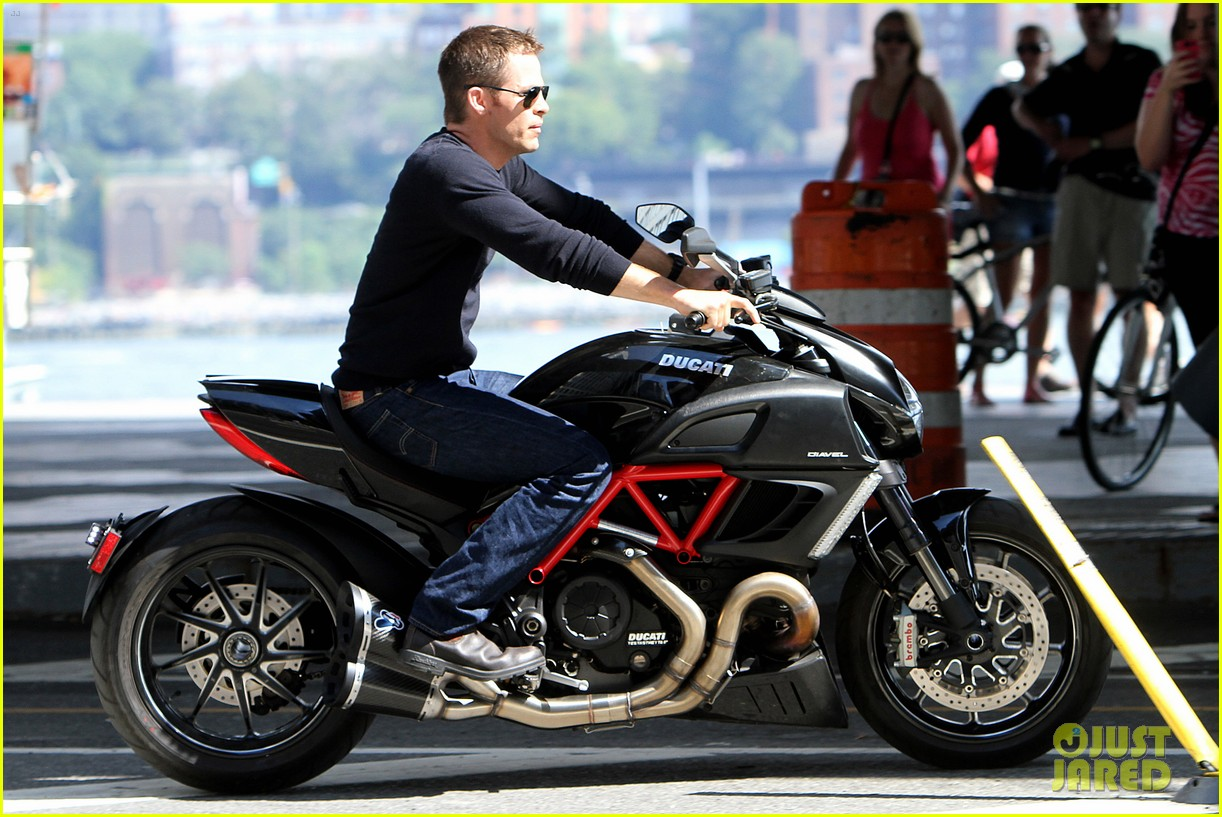chris pine jack ryan motorcycle 05