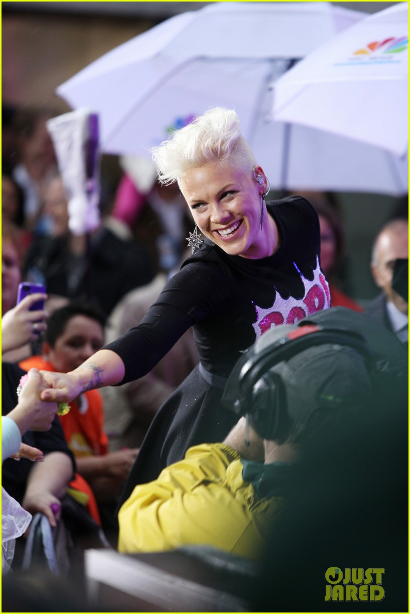 pink today show performance tour announcement 05
