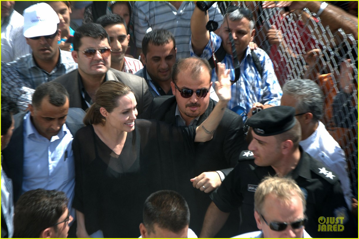 http://cdn02.cdn.justjared.comangelina jolie iraqi prime minister 05.jpg2723383