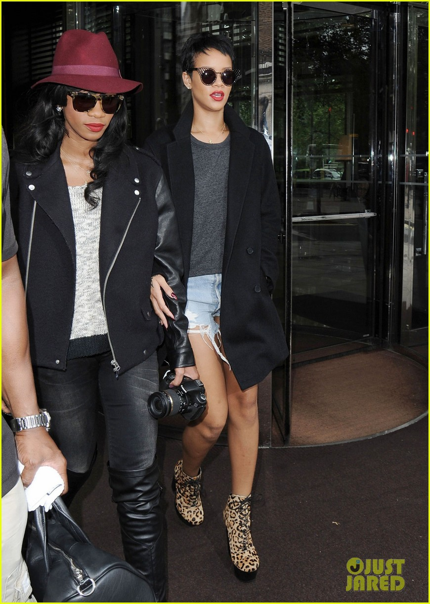 rihanna leaves london hotel 07