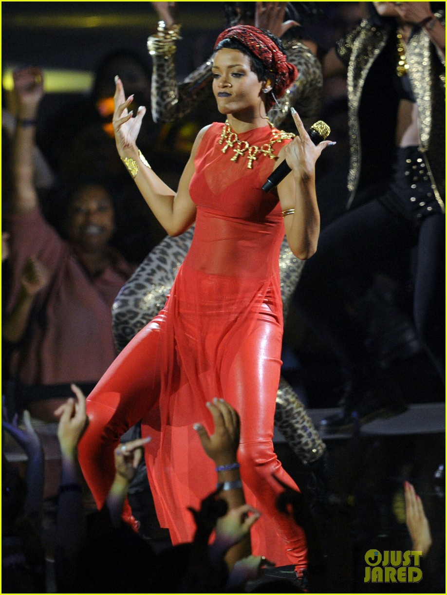 rihanna mtv vmas performance 2012 watch now 01