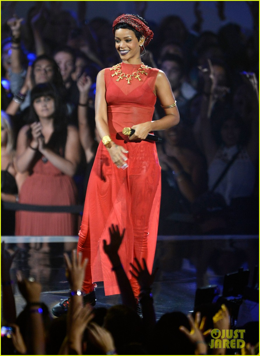 rihanna mtv vmas performance 2012 watch now 05