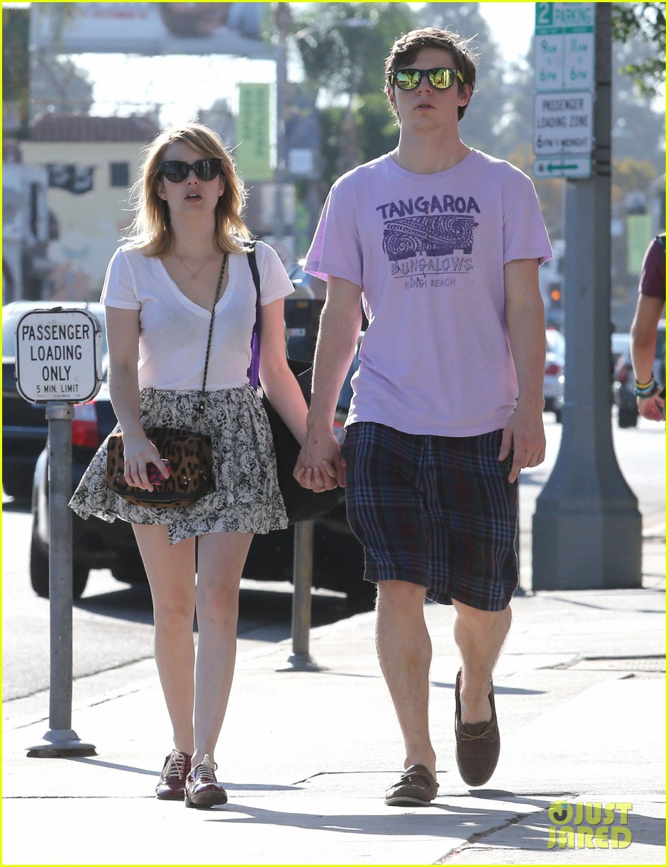 emma roberts evan peters holding hands on melrose 07