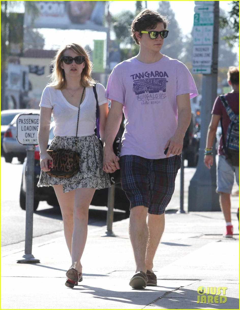 emma roberts evan peters holding hands on melrose 09