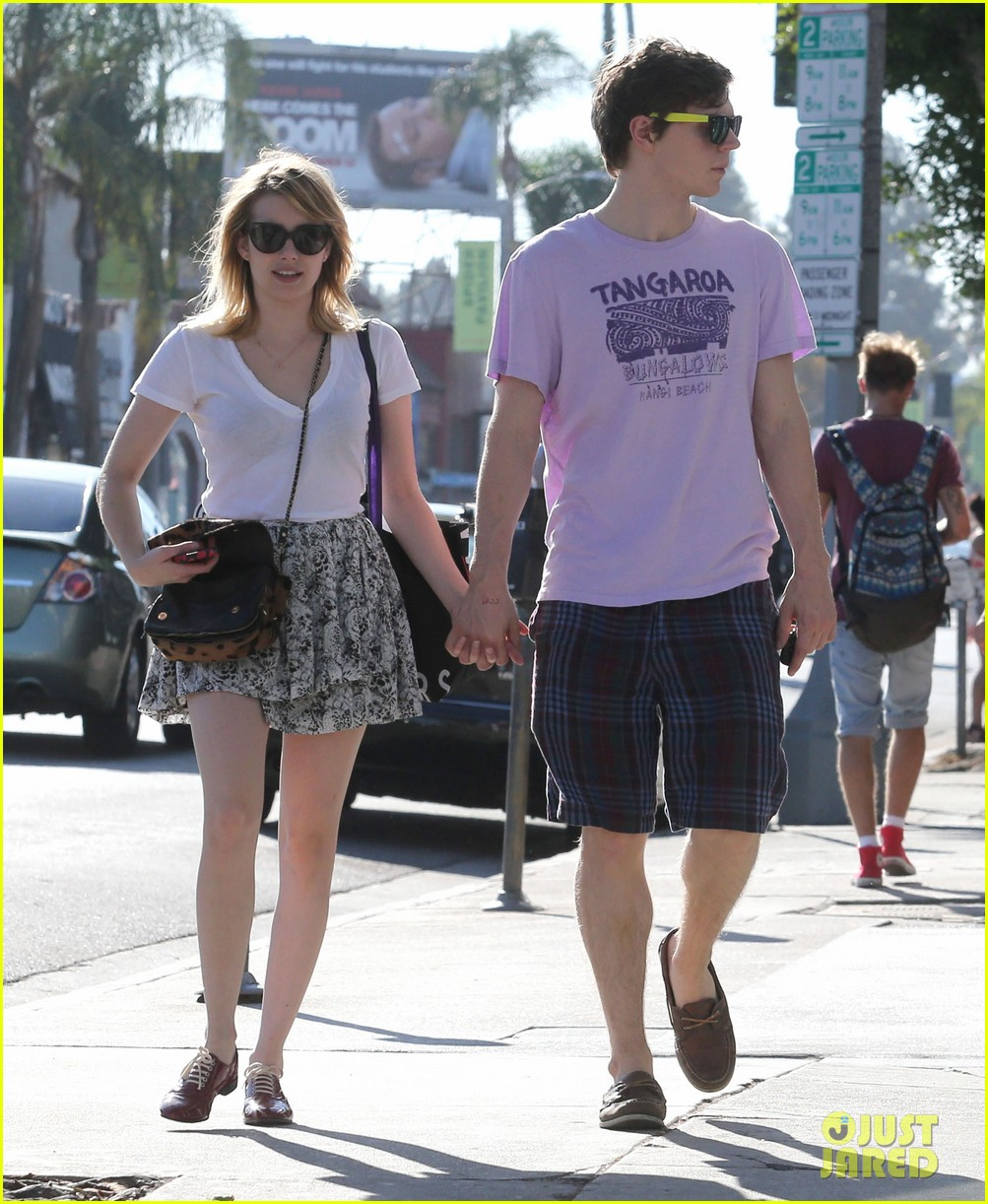 emma roberts evan peters holding hands on melrose 10