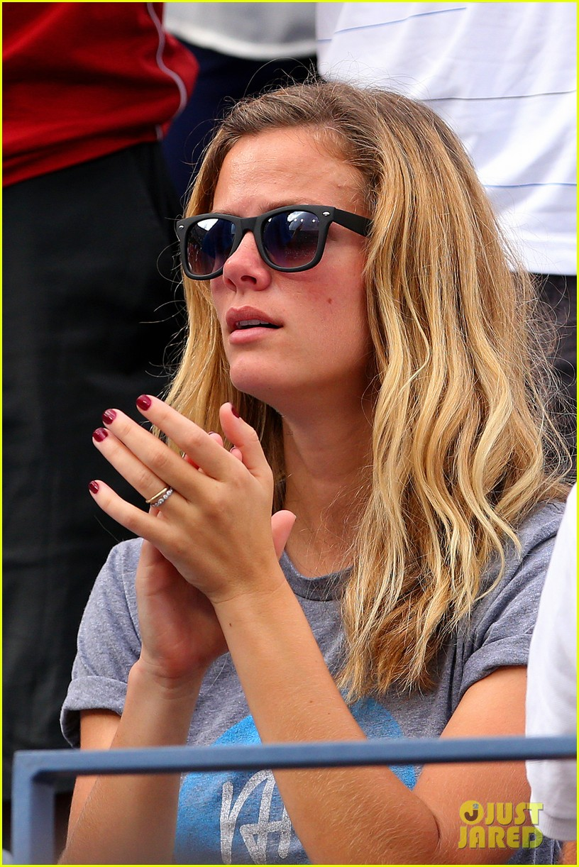 andy roddick plays final tennis match brooklyn decker cries 022714609
