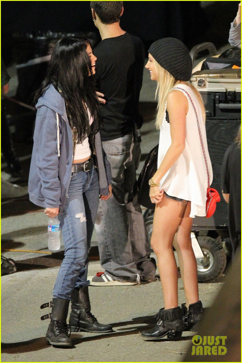 ashley tisdale the getaway set with selena gomez 14