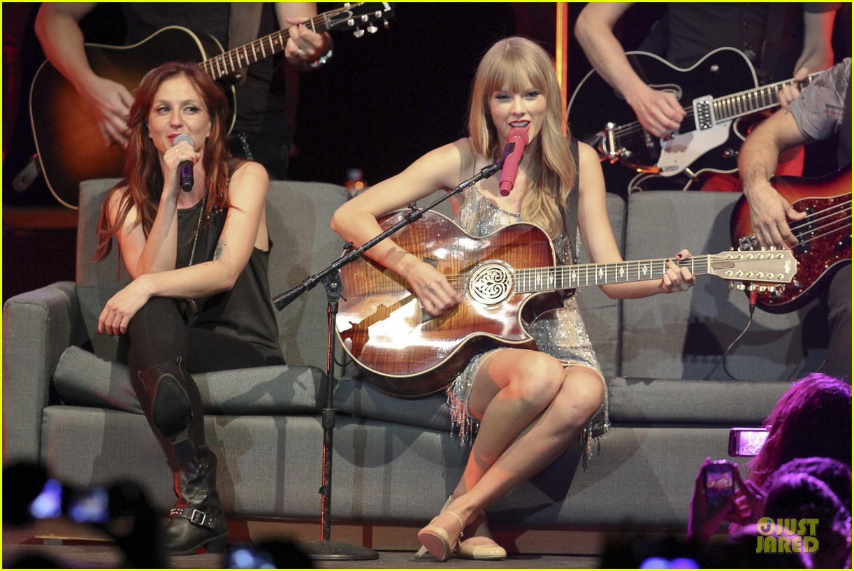 Full Sized Photo of taylor swift perfornance in brazil 27 ...