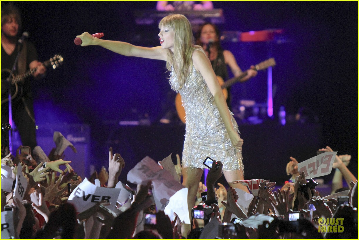 taylor swift perfornance in brazil 31