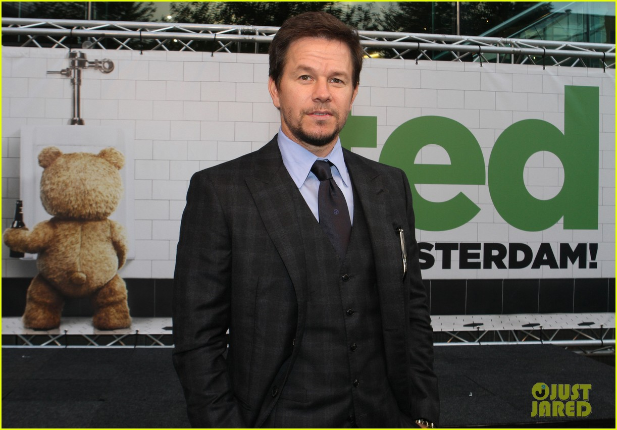 mark wahlberg ted premiere in holland 22