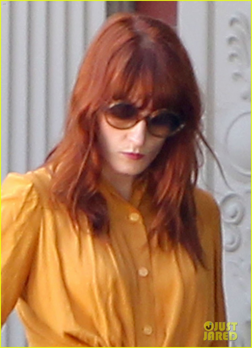florence welch heads to blake lively ryan reynolds wedding first pics 042718620