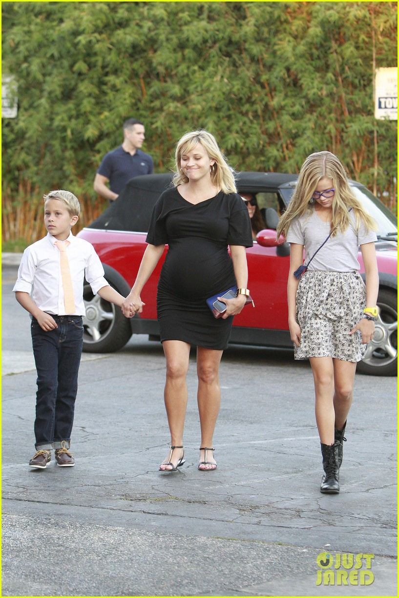 reese witherspoon family dinner 04
