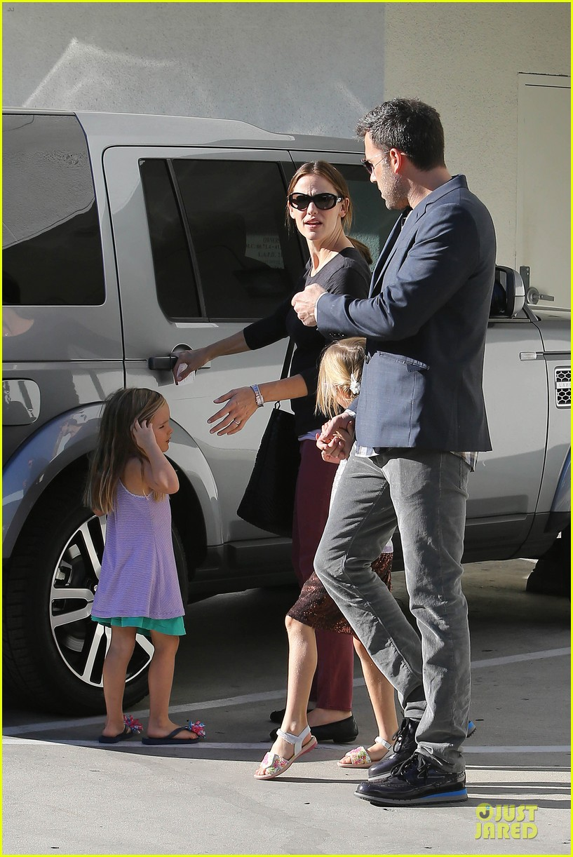 jennifer garner ben affleck make cake with the kids 40