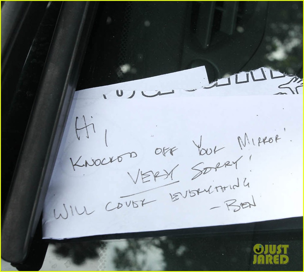 ben affleck hits parked car leaves apology note 03