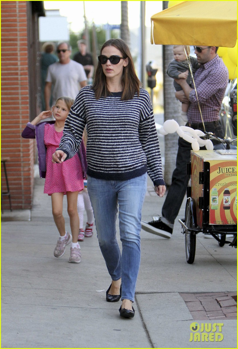 ben affleck jennifer garner family dinner with the kids 11