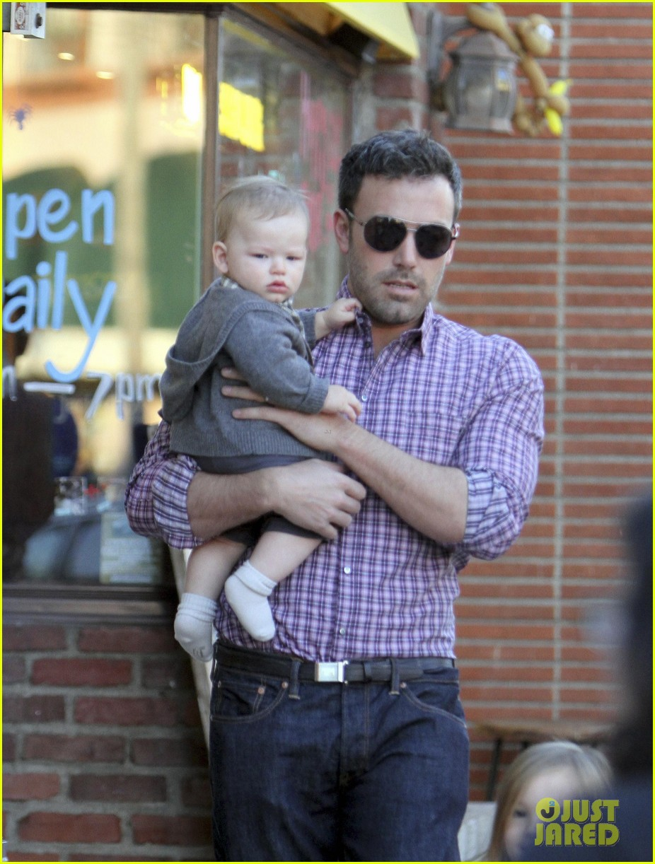 ben affleck jennifer garner family dinner with the kids 122746832