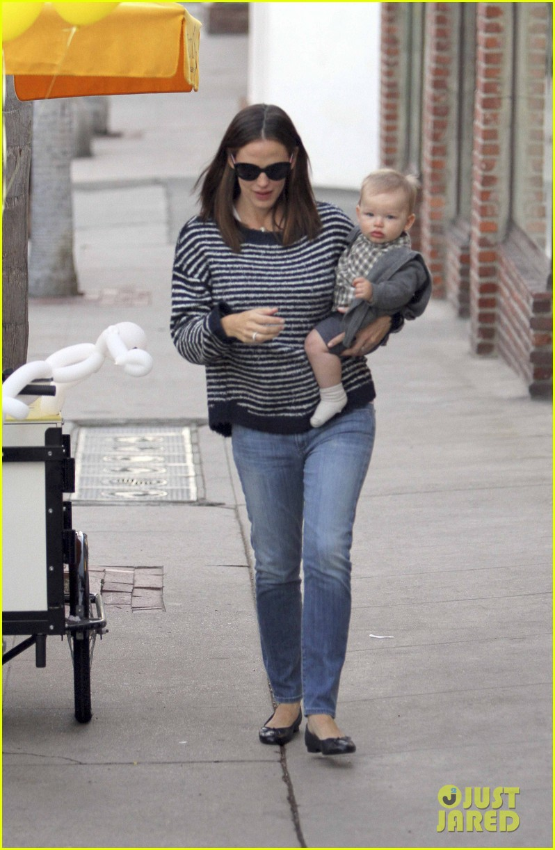 ben affleck jennifer garner family dinner with the kids 232746843