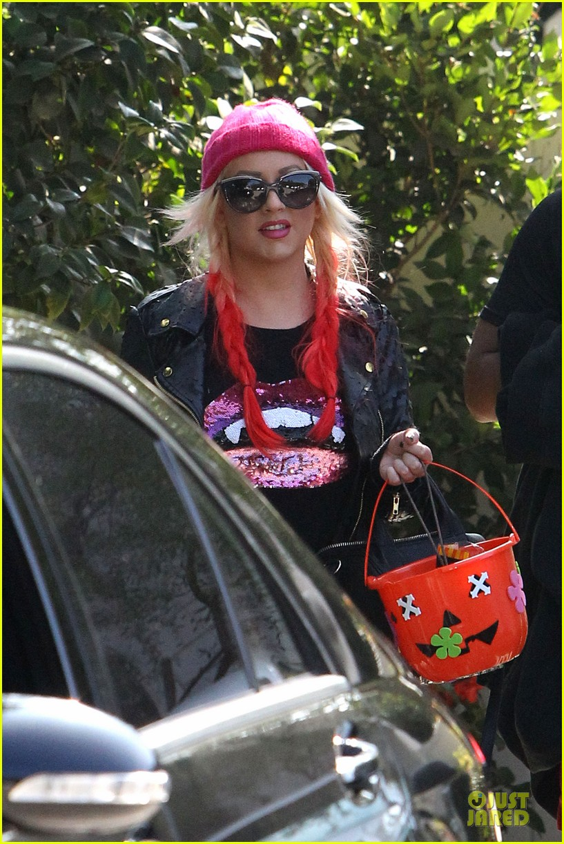 christina aguilera maxs halloween festivities 07