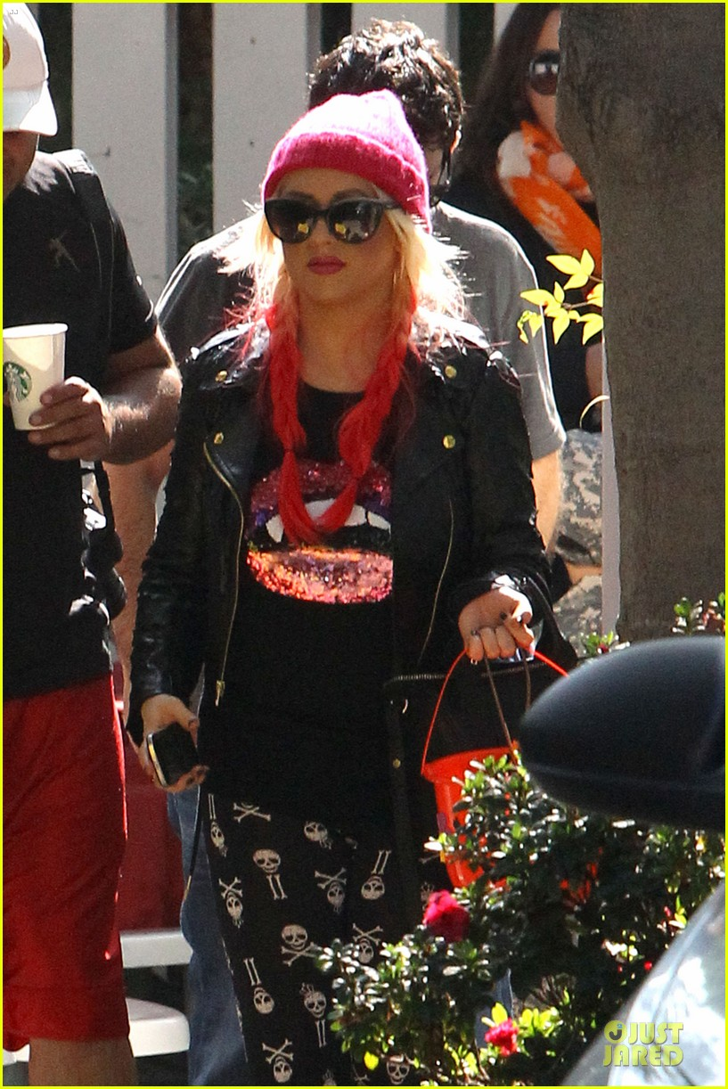 christina aguilera maxs halloween festivities 08